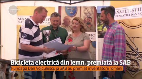 Bicicleta electrică din lemn, premiată la Salonul Auto Bucureşti