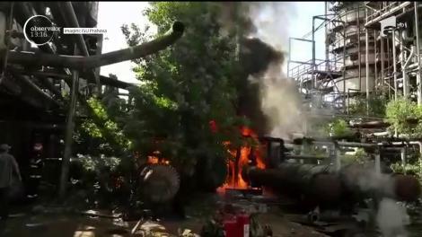 Fostă rafinărie din Ploiești, cuprinsă de flăcări