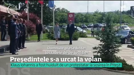 Klaus Iohannis s-a urcat la volanul noului model Dacia Duster