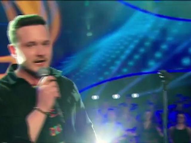 """A fost la un pas de marele premiu X Factor și nu renunță! Marcel Roșca a revenit la """"The Four"""", iar Carla's i-a dat votul, dinainte să cânte: """"Ce mi-a plăcuuuuut!!!"""""""