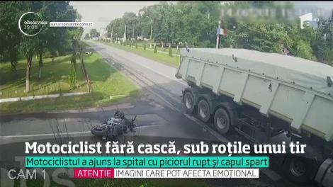 Motociclist fără cască, sub roțile unui TIR