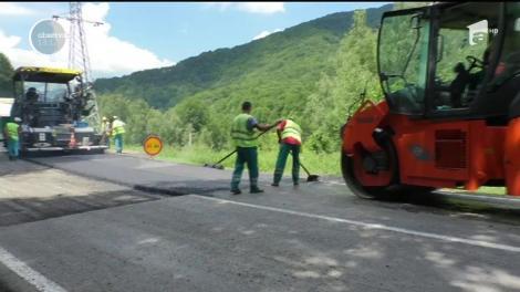 Au început lucrările de asfaltare a drumului alternativ Ploieşti - Braşov!