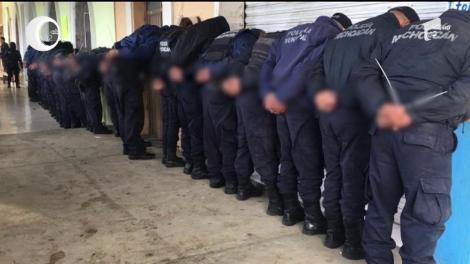 Toţi poliţiştii dintr-un oraş mexican au fost arestaţi, după ce un candidat la primăria localităţii a fost asasinat