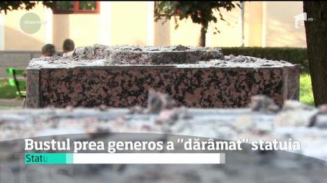 """Bustul prea generos a """"dărâmat"""" statuia. Comisia ministerială a considerat că statuia nu seamănă cu modelul original"""