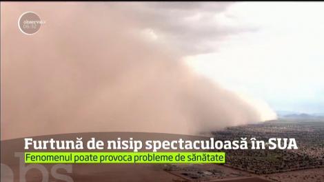 """Imagini ȘOCANTE. O furtună NEOBIȘNUITĂ a pus stăpânire pe un oraș: """"E ceva INCREDIBIL. Distruge tot"""""""