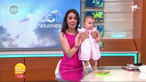 O prezentatoare meteo din Marea Britanie, la televizor cu fiica de 11 luni