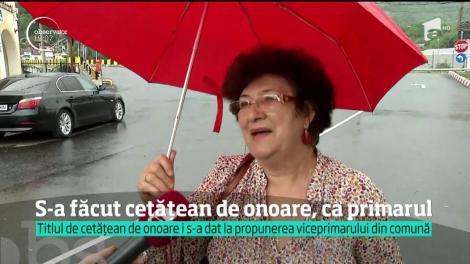 """Primarul din comuna Pietroșița, Dâmbovița, şi-a acordat singur titlul de """"cetăţean de onoare"""""""