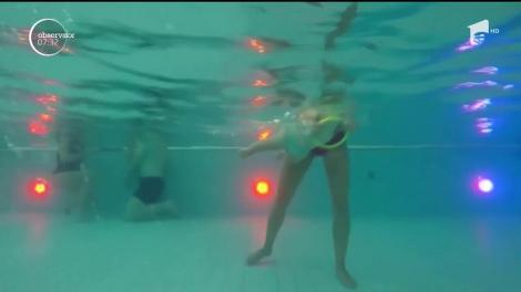 Un parc acvatic din Polonia se oferă să-i înveţe pe copii să înoate de la vârste foarte fragede