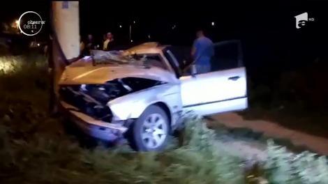 Un tânăr de 28 de ani s-a urcat băut la volan și a ajuns cu mașina în stâlp