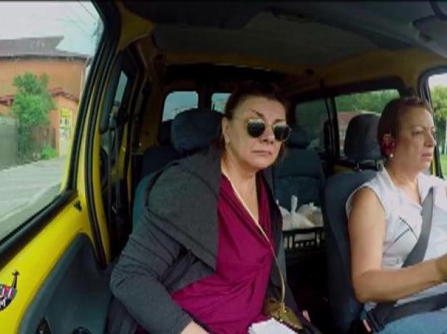 """Mai ceva ca la raliu! Adriana Trandafir, șoferită în Mangalia! Carmen Tănase: """"Am luat șpagă de la poliție!"""""""