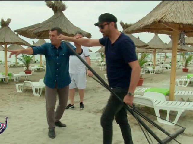Nicolai Tand și Cătălin Oprișan au greblat o plaja pentru Nea Mărin!