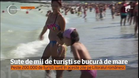 Sute de mii de turiști se bucură de mare