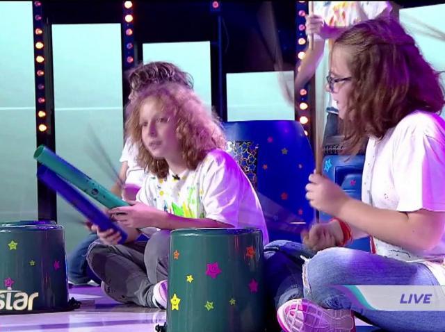 """Trupa Boem Stars, spectacol total pe scena Next Star cu """"bețe muzicale"""""""