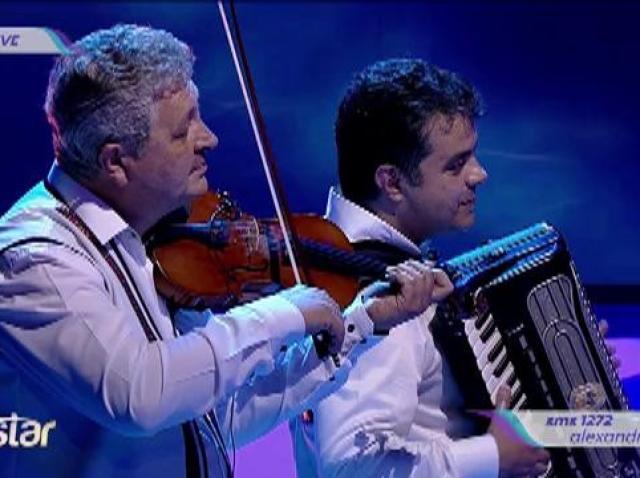 Duet senzațional! Alexandra Șerban cântă la toacă, alături de Nicolae Voiculeț!