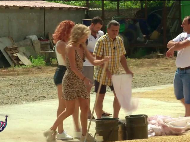 """Atenție, vine POTOPUL! Nea Mărin pune un val de apă pe Raluka și Ana! """"Jură-te că ai făcut asta!"""""""