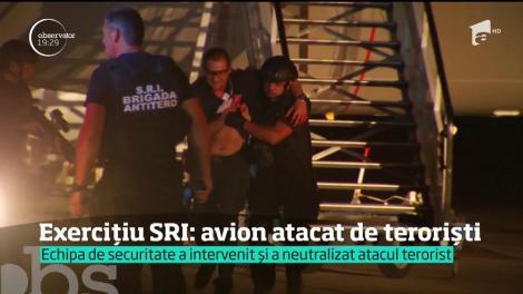 Un atac terorist a fost pus în scenă într-un avion cu români. Mai mulţi indivizi au încercat să deturneze aeronava, iar reporterii Observator au fost la bord