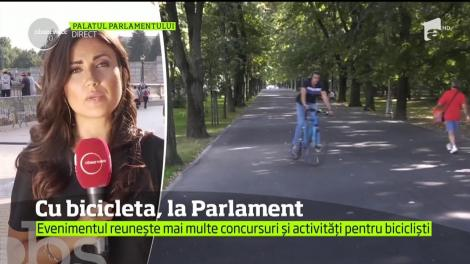 La Palatul Parlamentului are loc un eveniment dedicat iubitorilor de călătorii pe două roţi