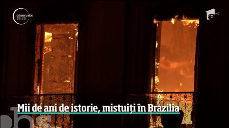Muzeul Naţional de Istorie din Rio de Janeiro, cuprins de flăcări uriaşe