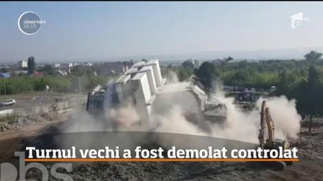 Vechiul turn de control al Aeroportului Bacău s-a făcut una cu pământul, în doar câteva secunde!