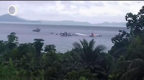 Miracol în Oceanul Pacific, după prăbușirea unui avion plin cu pasageri