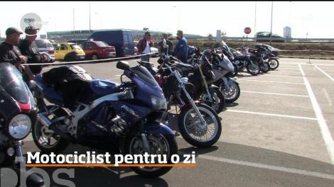 """Sute de curioşi dornici să testeze puterea motoarelor la """"Motociclist pentru o zi"""""""