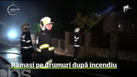 Intervenţie reală pentru pompierii din Bistriţa. Doi fraţi au rămas pe drumuri, după ce casa în care locuiau s-a făcut scrum