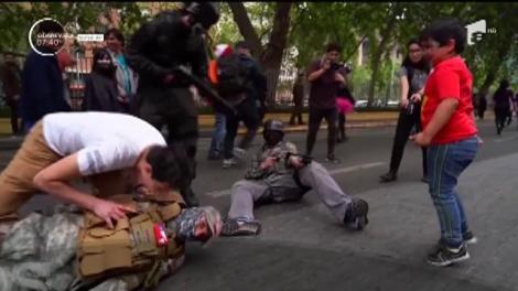 Morţii vii au invadat capitala statului Chile. Mii de pasionaţi ai filmelor horror s-au machiat şi îmbrăcat în zombi