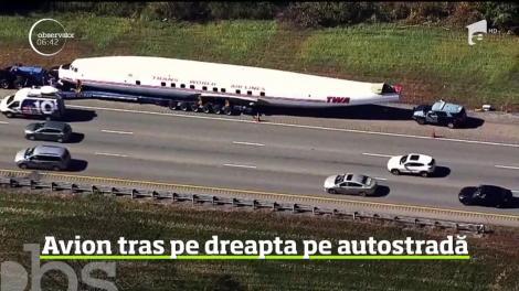 Privelişte neobişnuită pentru şoferii din Boston. Un camion, care tracta un avion de pasageri vechi de peste 60 de ani, s-a oprit pe o autostradă pentru după o pană de cauciuc