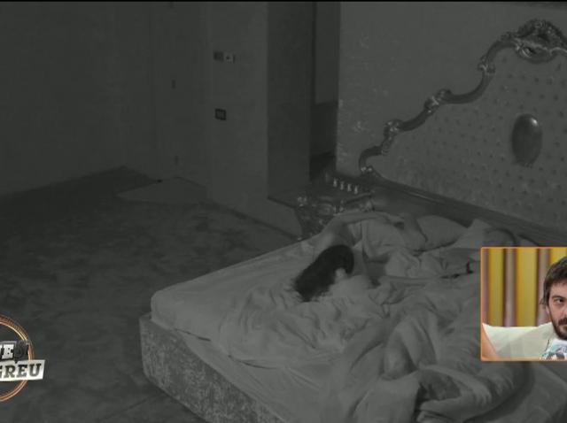 Alexandra în vizită nocturnă la burlac