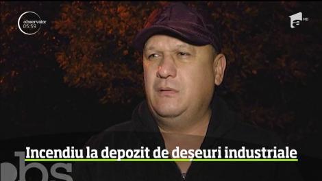 Un depozit de deşeuri industriale a luat foc la Sibiu