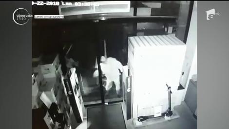 Sub acoperirea întunericului, doi hoţi au spart un magazin cu produse electrocasnice, din Petroşani!