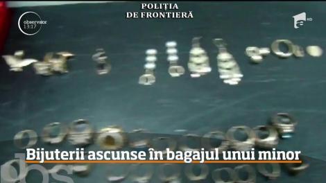 Captură şocantă pe aeroportul din Cluj. Trei kilograme de bijuterii din aur au fost descoperite ascunse în bagajul unui copil de numai 14 ani