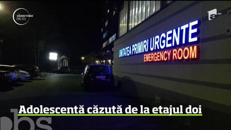O fată de 13 ani a căzut de la etajul al doilea al blocului în care locuieşte, iar primele indicii arată că ar fi vorba de o tentativă de sinucidere