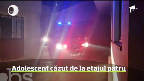 Un adolescent de 16 ani din Constanţa a căzut de la etajul patru al blocului unde locuia