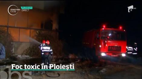 Pericol de poluare, în Ploieşti! Un fum toxic a acoperit oraşul, după ce un depozit de mase plastice a luat foc! Oamenii, sfătuiți să rămână în case