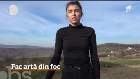 Câţiva tineri din Bistriţa au învăţat de pe Youtube să facă jonglerii cu foc