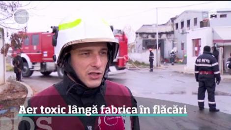 Încă o fabrică a luat foc în România şi pentru a doua oară în aceeaşi săptămână pompierii au trimis mesaje de avertizare populaţiei
