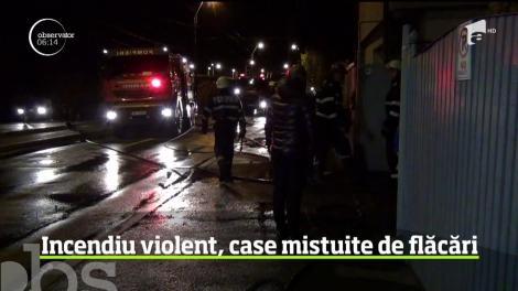 Clipe de panică în Baia Mare. Două case au ars, iar flăcările ameninţau să se extindă şi la locuinţele din apropiere