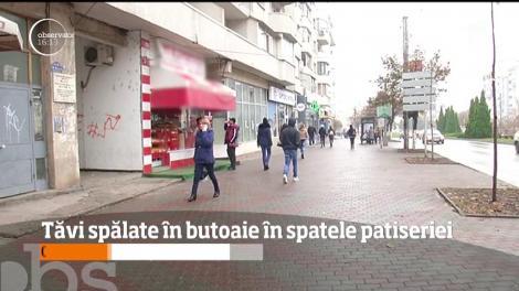 O angajată a unei covrigării din Slatina a fost filmată în timp ce spăla în nişte butoaie murdare tăvile în care se pun produsele de patiserie