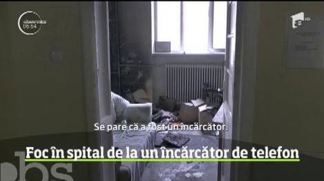 Stare de alertă la un spital din Piatra Neamţ după ce un cabinet medical a luat foc din cauza unui încărcător de telefon lăsat în priză, nesupravegheat