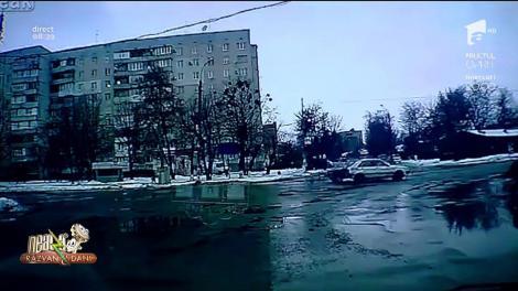 Ca un James Bond a alunecat pe gheață! Un tânăr i-a lăsat mască pe toți trecătorii! (VIDEO)