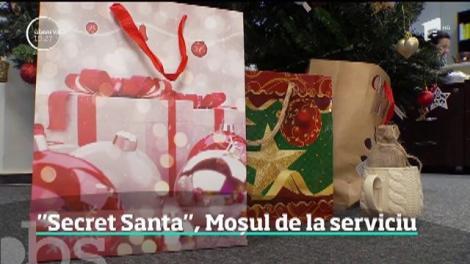 Moş Crăciun vine în secret la serviciu! Un joc numit Secret Santa îi provoacă pe angajaţi să facă schimb de cadouri-surpriză