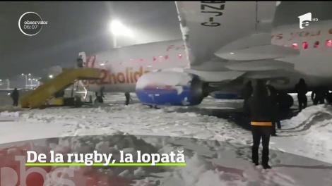 Au venit în România să joace rugby, dar au ajuns să deszăpezească aeroportul din Timișoara!