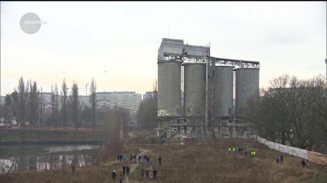 Demolare spectuloasă în Polonia. Patru silozuri s-au făcut una cu pământul