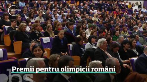 Premii pentru olimpicii medaliaţi cu aur şi argint la concursurile internaţionale