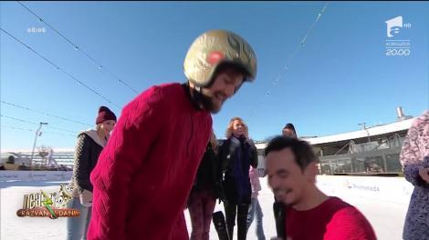 Răzvan și Dani au pierdut pariul. Cei doi au patinat în lenjerie intimă