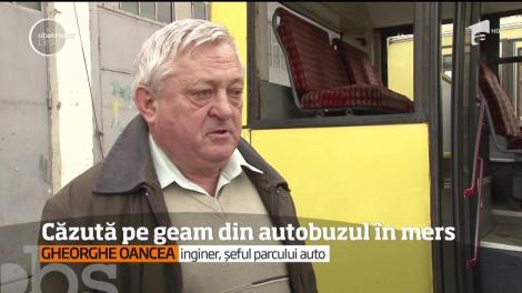 O tânără de 17 ani, din Ploieşti, a căzut pe geamul unui autobuz, în timp ce mijlocul de transport public se afla în mers