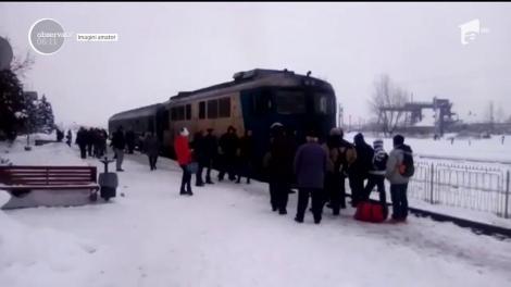 Scandal de proporţii în gara din Baia Mare. Un tren a fost neîncăpător pentru cei 130 de călători care mergeau pe acea rută