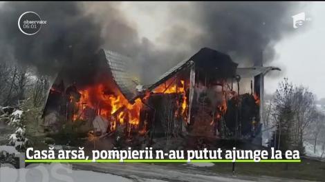 Incendiu în Brașov! O casă a fost mistuită de flăcări - VIDEO