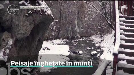 Cascada Bigăr a înghețat! Splendoarea ei îți taie răsuflarea – VIDEO